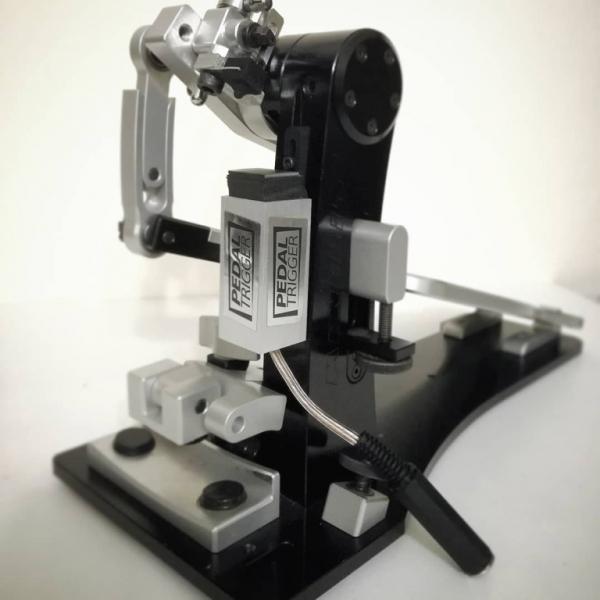 pedaltrigger-czarcie-kopyto-mounted